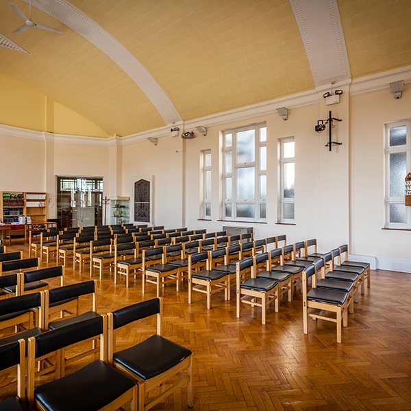 empty-chairs-in-the-church-min