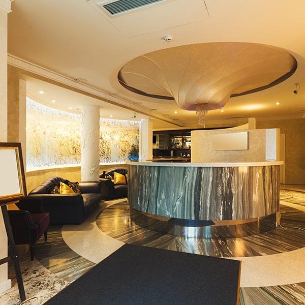 interior-of-modern-hotel-reception-PN82FU5-min
